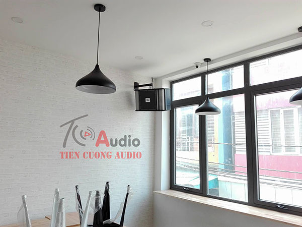 Treo Loa karaoke JBL RM10