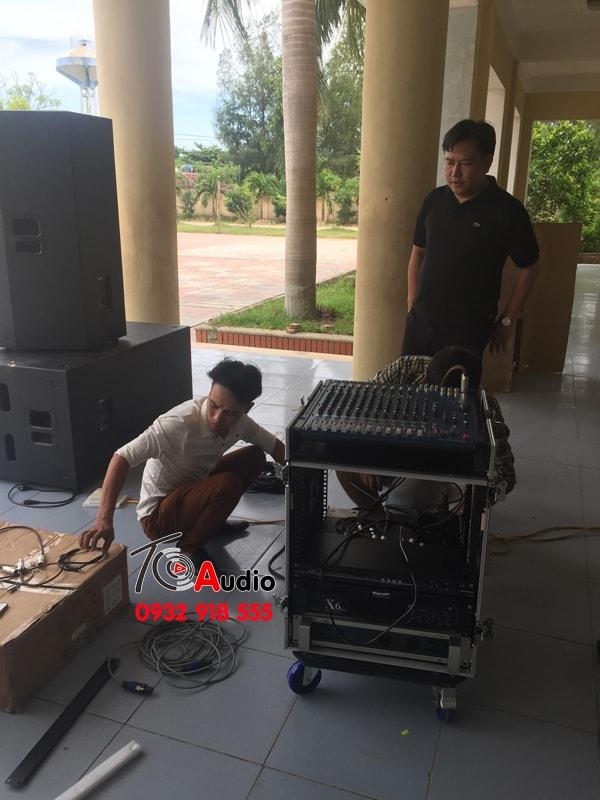 Kỹ thuật viên Tiến Cường Audio Set Up dàn âm thanh hội trường