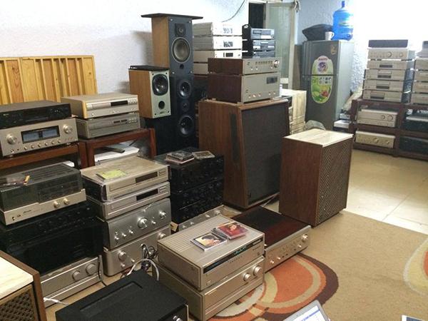 Kho hàng bãi chất lượng của một cửa hàng âm thanh nổi tiếng
